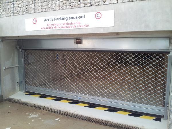 Porte collective automatique parking lycée la Fourragère Marseille