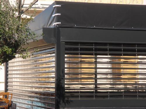 Volets roulants transparents fabrication volets roulants for Volet roulant metallique garage